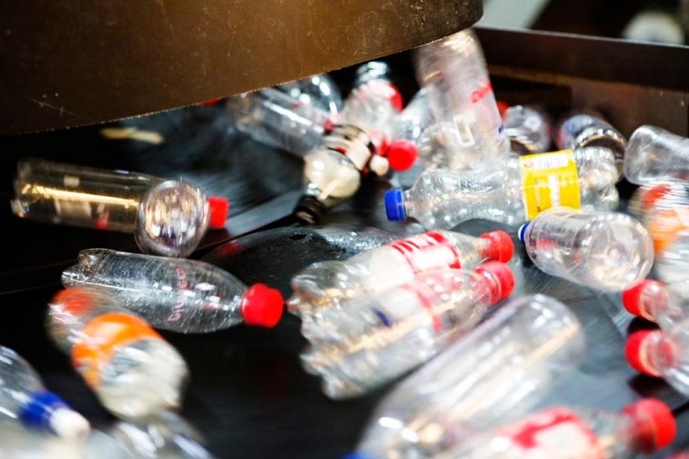 PET-flaskor och burkar
