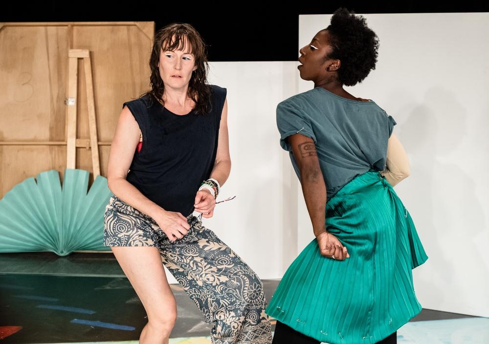 Upremiär 1 okt 2020 på Dansens hus. På bilden: Jenny Nilson och Brittanie Brown. Foto: Sören Vilks.