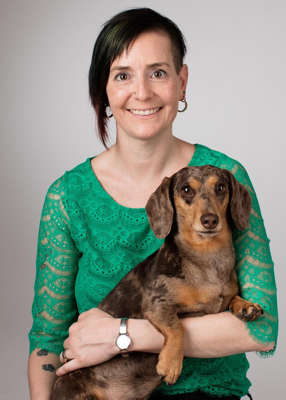 Djurskyddet Sveriges generalsekreterare Åsa Hagelstedt tillsammans med hennes hund Kanel.