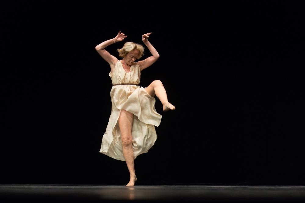 "Dansaren Elisabeth Schwartz i Jerome Bels ""Isadora Duncan."