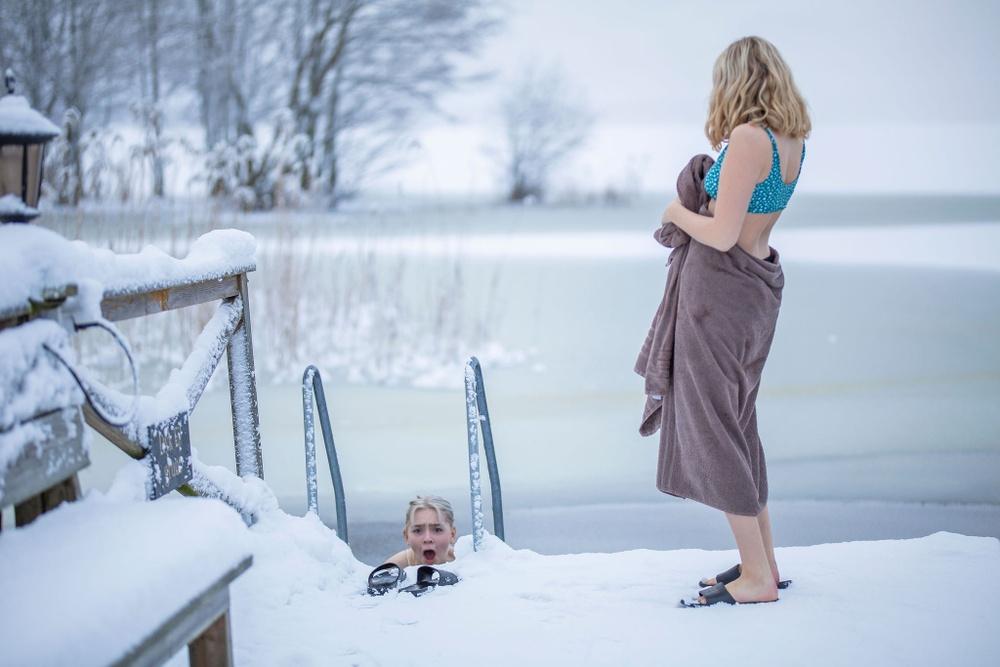 Kallt bad en vacker vinterdag vid Rånäs Slott. Foto: Rånäs Slott/Rebecca Zetterlund