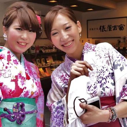 Shopping in Kimonos