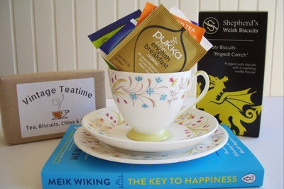 The Classic Vintage Teatime Box - Eat, Drink, Read & Keep Photo 2