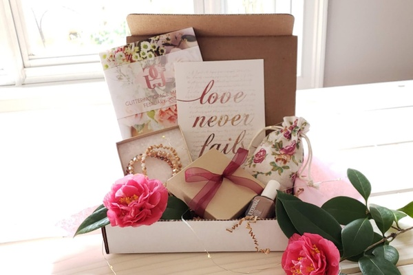 Glittering Grace Womens Magazine & Gift Boxes Photo 1