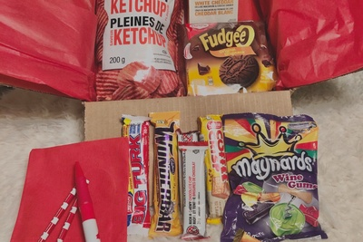Canadian Snacks / Food Box Photo 3