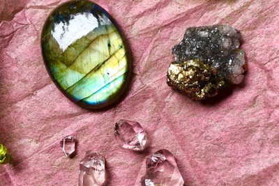 Roksy Boksy - Crystals That Spark Joy! Photo 3