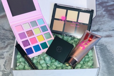 EYESCREAM Beauty Box Photo 1