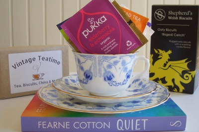 The Classic Vintage Teatime Box - Eat, Drink, Read & Keep Photo 3