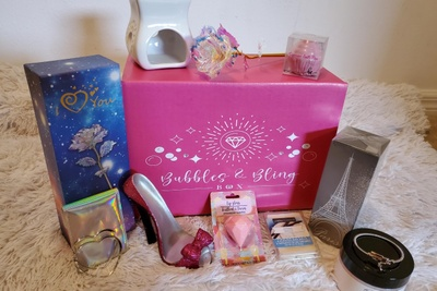 BUBBLES & BLING BOX Photo 1