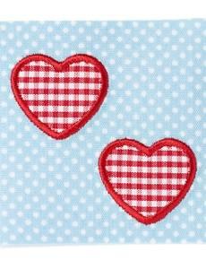 Applikation Herzen auf blauem/weißem Stoff