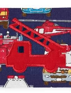 Applikation Feuerwehrauto auf blauem/buntem Stoff