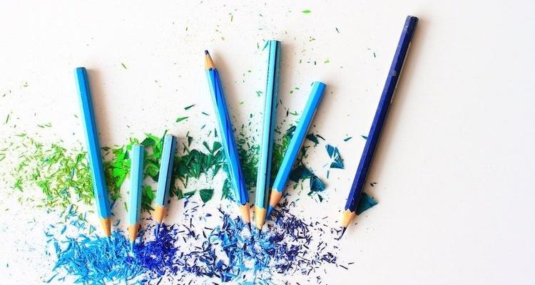 DynamoDB vs MongoDB Blue Green Pencils