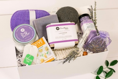 SMALLTOWN TABLE SELF CARE SPA KITS Photo 1