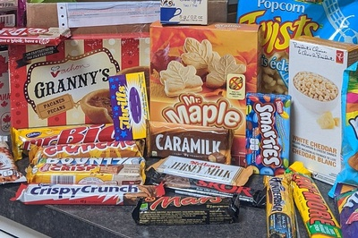Canadian Snacks / Food Box Photo 1