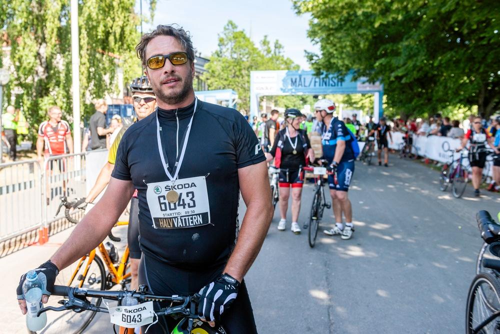 Anders har precis kommit i mål efter Halvvättern.  Foto: Petter Blomberg