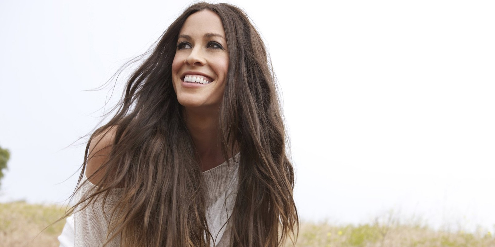 Alanis Morissette is coming to Manila this April