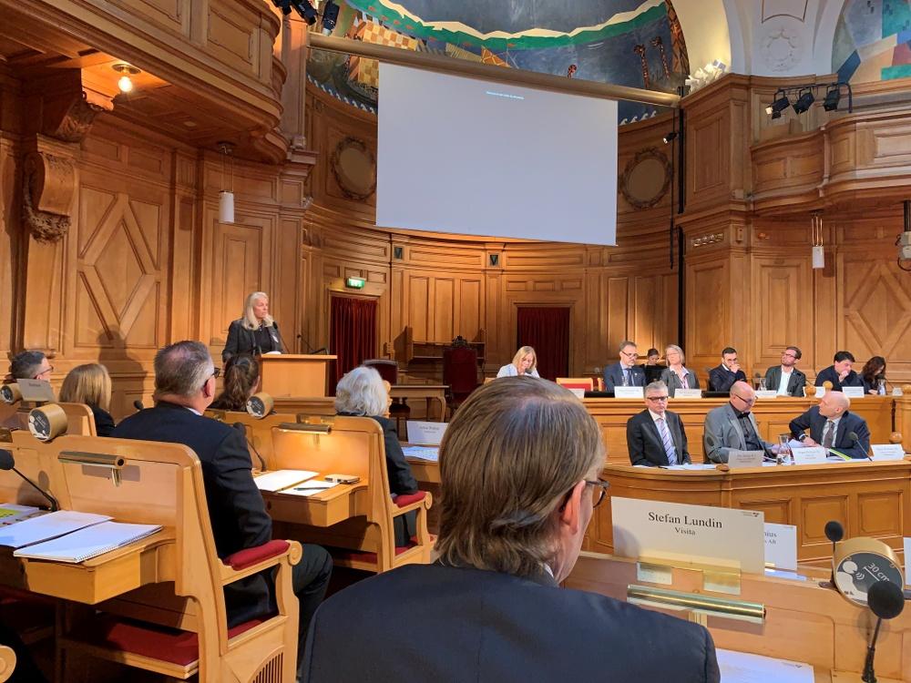 Suzanne Parenius, från Hjortvikens Konferens AB talar vid skatteutskottets seminarium om personalliggare