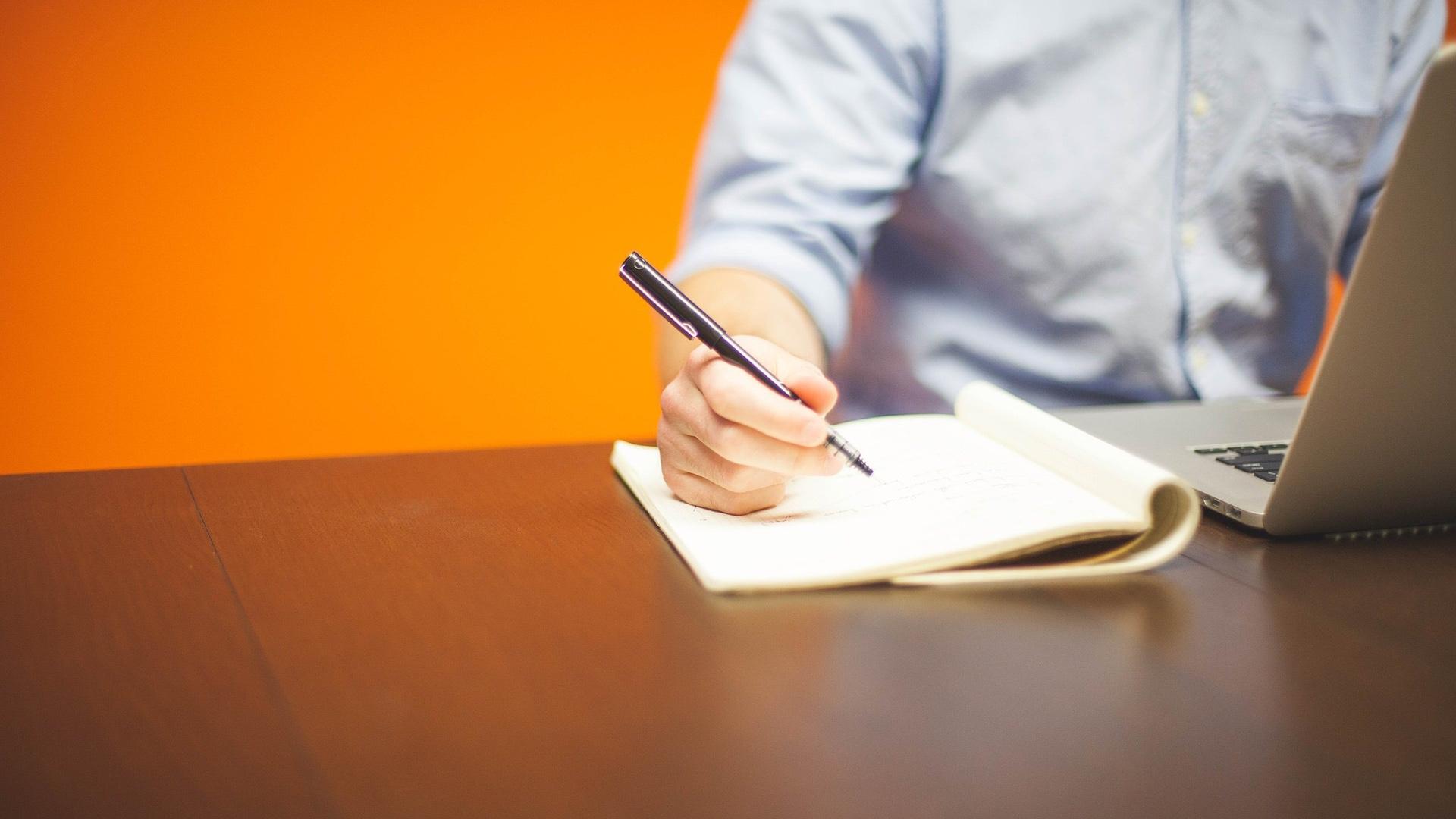 Représentation de la formation : Employé(e) Administratif(ve) et d'Accueil CCP1 : Réaliser les travaux administratifs courants d'une structure