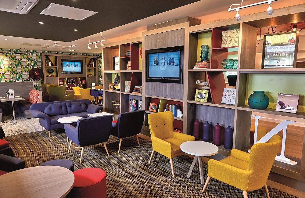 holiday-inn-northampton-lounge-1