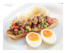 Tuna, egg and bean salad