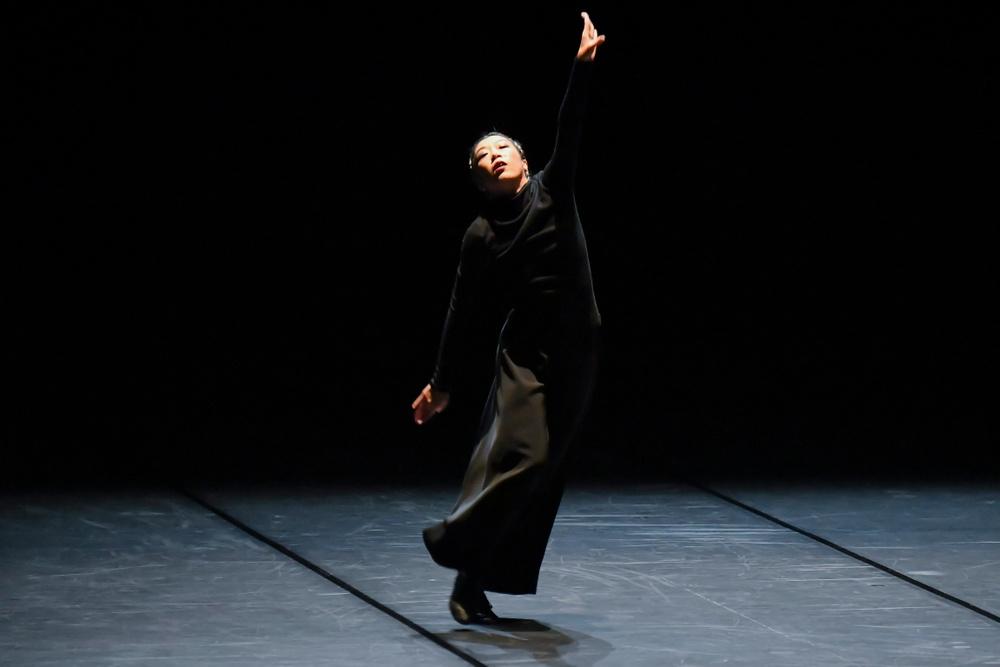 """Foto: Akihito Abe.  Dansaren Rihoko Sato i verket """"Lost in dance"""" som gästar Dansens Hus 26-27 september 2019"""