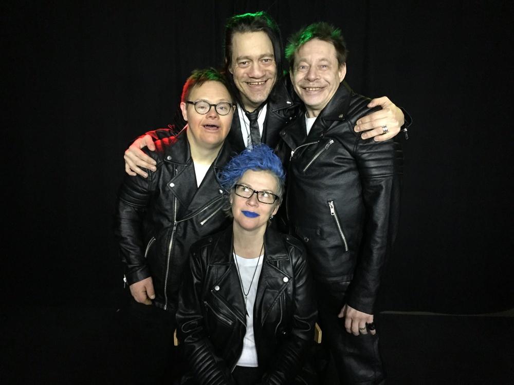 Bandet med det lilla extra av allt, Stannes med Soy är extra peppad för årets tema hos Musikhjälpen - Alla har rätt att funka olika. Nu åker de på insamlingsturné.