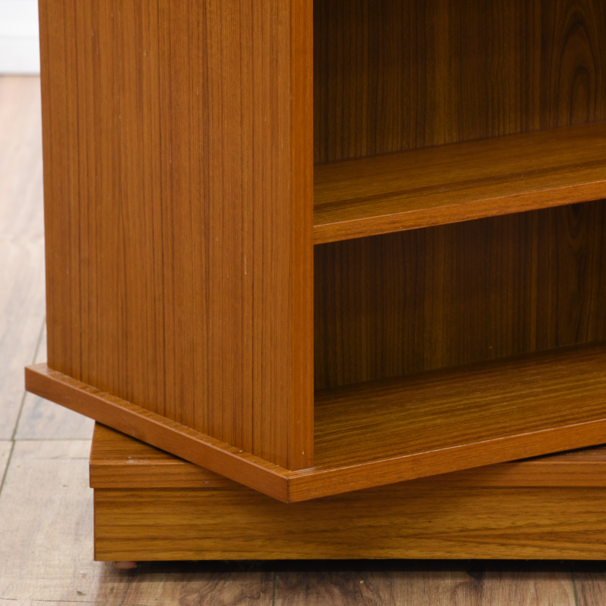 furniture en space adapt your according white adjustable shelves rotating bookcases bookcase needs storage products between ikea billy gb to