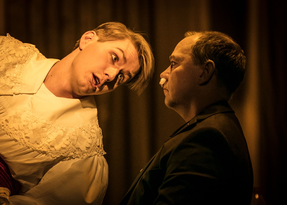 Albert Strömming (Albert Herring) - Ole Aleksander Bang Bengt Fromm, polis (Mr. Budd) - Peter Kajlinger