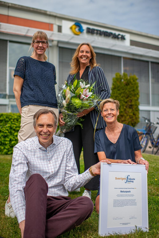 Returpacks ledningsgrupp med utmärkelsen Sveriges Friskaste Företag Foto: Returpack