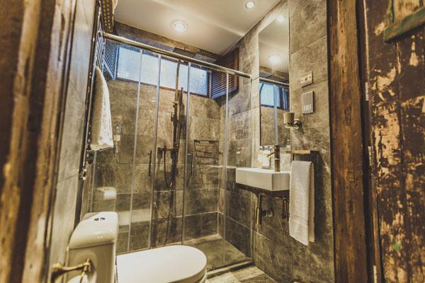 cow-hollow-bathroom