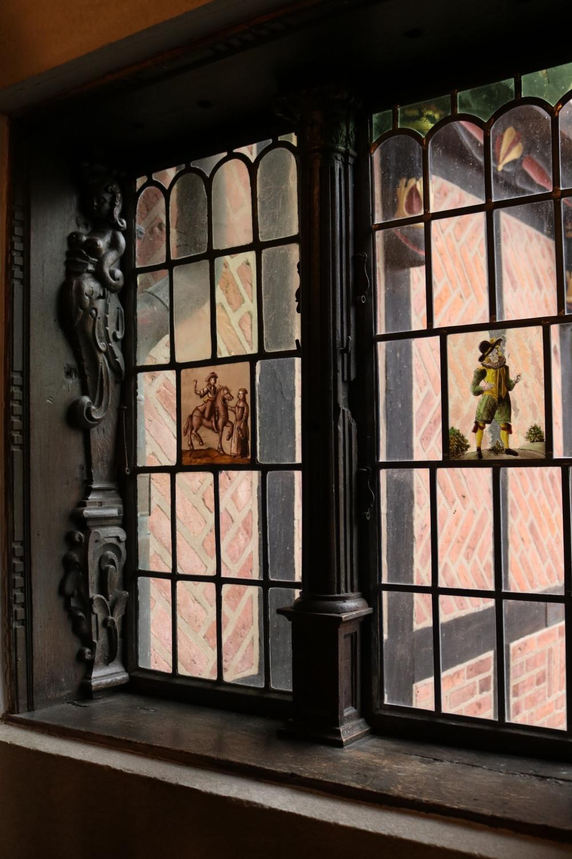 Inspirerande miljöer för tatuerare och besökare på Kulturen i Lund. Här fönster i Borgarhuset.  Sisters Tattoo & Art Expo återkommer till Kulturen i Lund i februari 2020. Foto: Fiona Coogan.