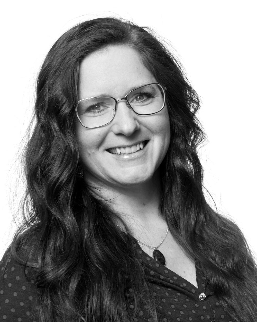 Sofia Lindblom, grafisk formgivare/kommunikatör, Västerbottensteatern. Foto: Patrick Degerman.