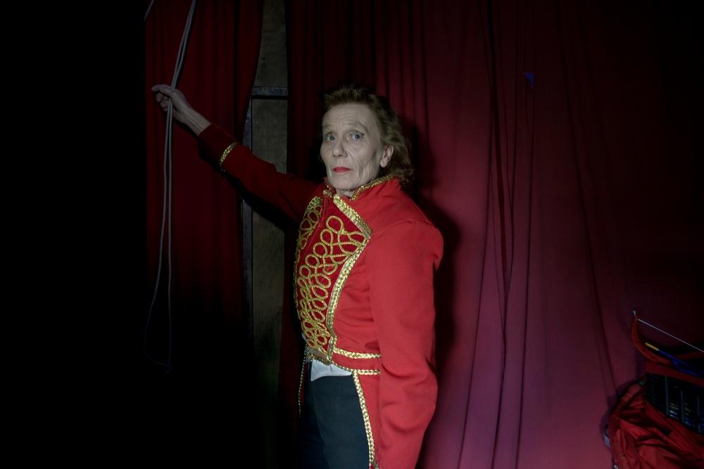 """""""The Director"""" (2018). Foto: Åsa Sjöström. Diana Rhodin har ägnat hela sitt liv åt cirkus, och har uppträtt på stora cirkusar i Europa och USA. Hon är nu cirkusdirektör för Cirkus Rhodin."""