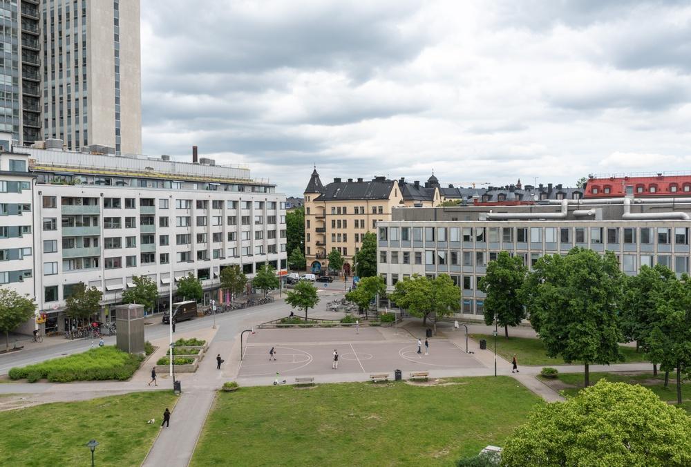 Nu rustar SISAB upp Åsögymnasiums basketplan tillsammans med SNS.