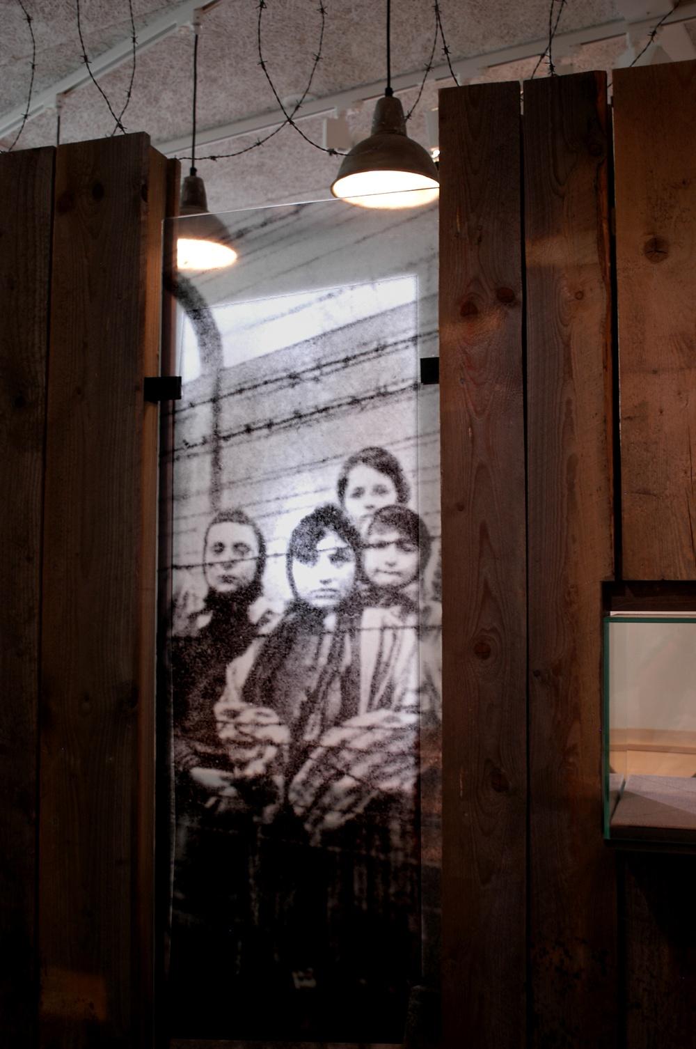 """Bild från Kulturen i Lunds utställning """"Att överleva – Röster från Ravensbrück"""". Foto: Viveca Ohlsson/Kulturen"""