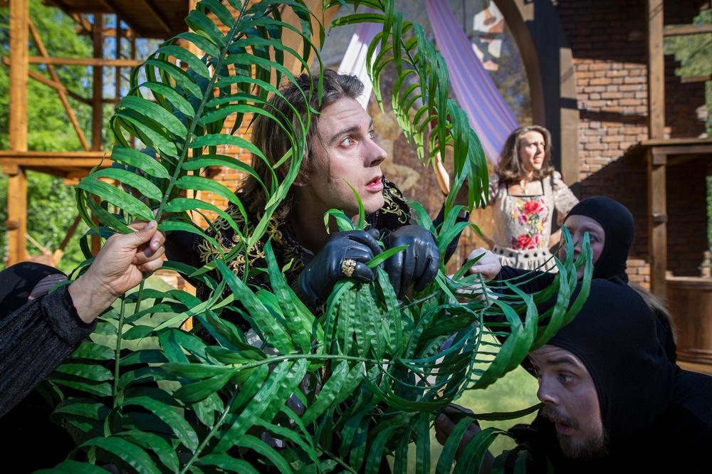 Romeo och Julia, sommarteater på Medlefors med Västerbottensteatern, sommaren 2020 och 2021. I bild: Romeo (Adam Stanišić Stålhammar) & Julia (Ana Stålhammar Stanišić) Fotograf: Patrick Degerman