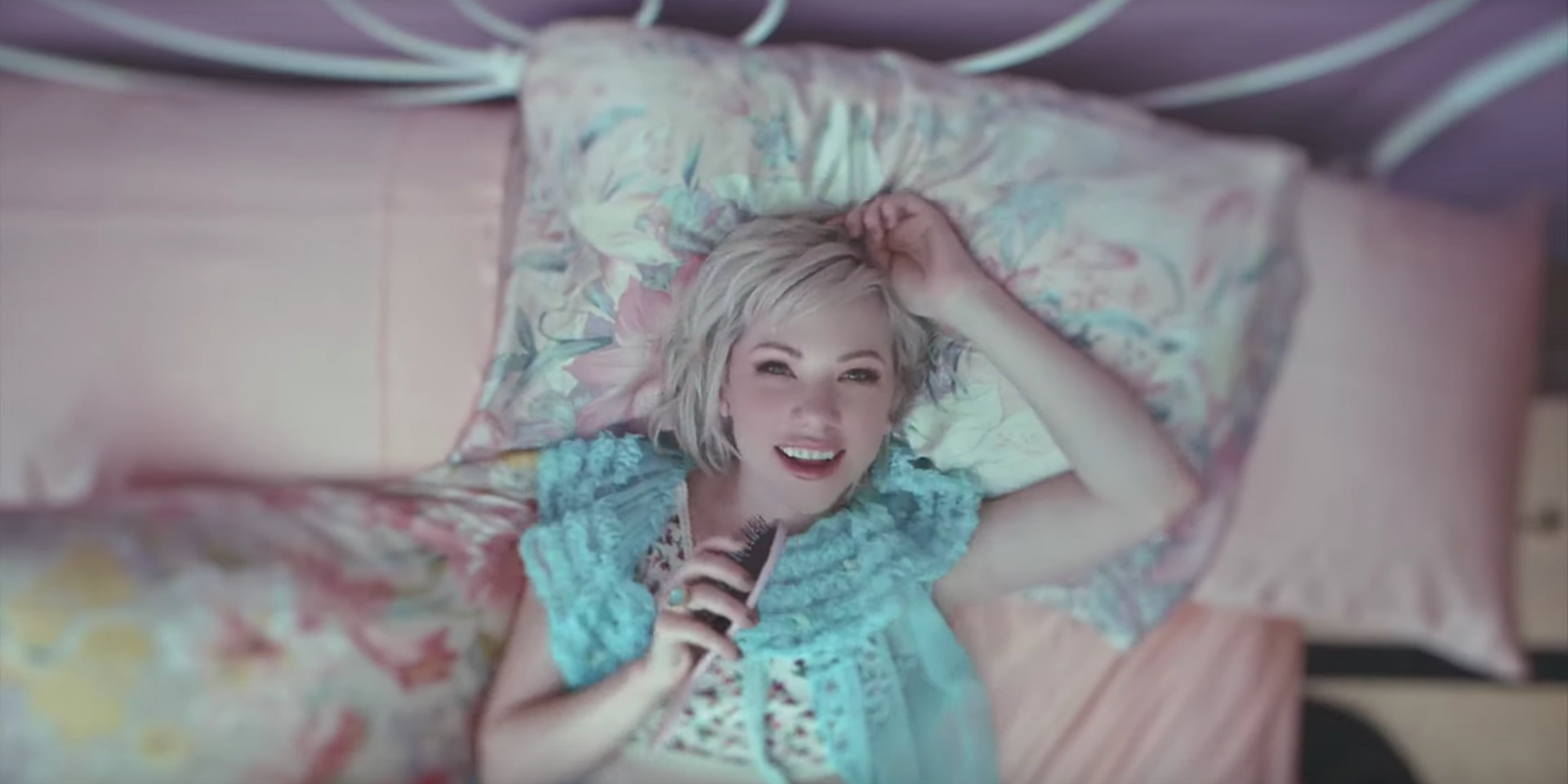 Carly Rae Jepsen unveils fun music video for 'Want You In My Room'