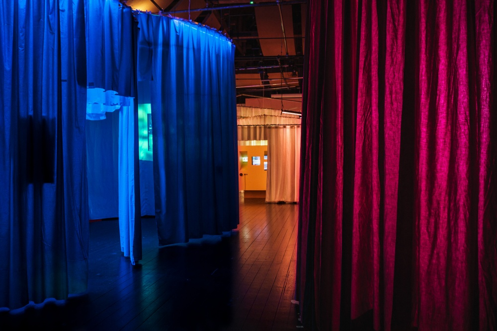 Interiörbild Everybody Dance! Utställningsdesign: Museea. Foto: Miki Anagrius