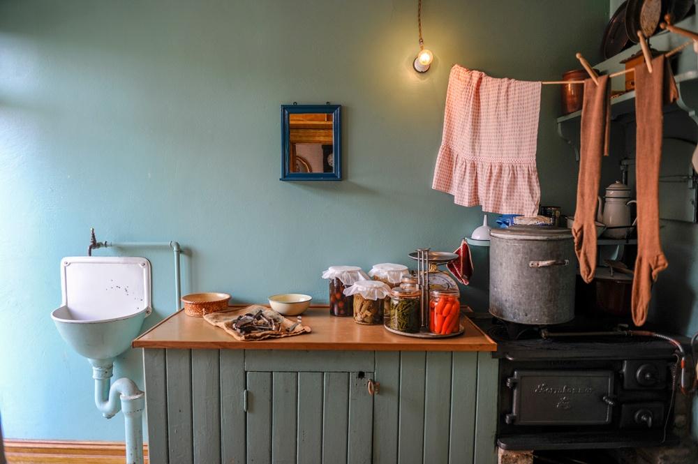 Köket i Arbetarbostaden, 1930-tal. Arbetarbostaden är en av husen på Hur bodde folk förr-spåret.