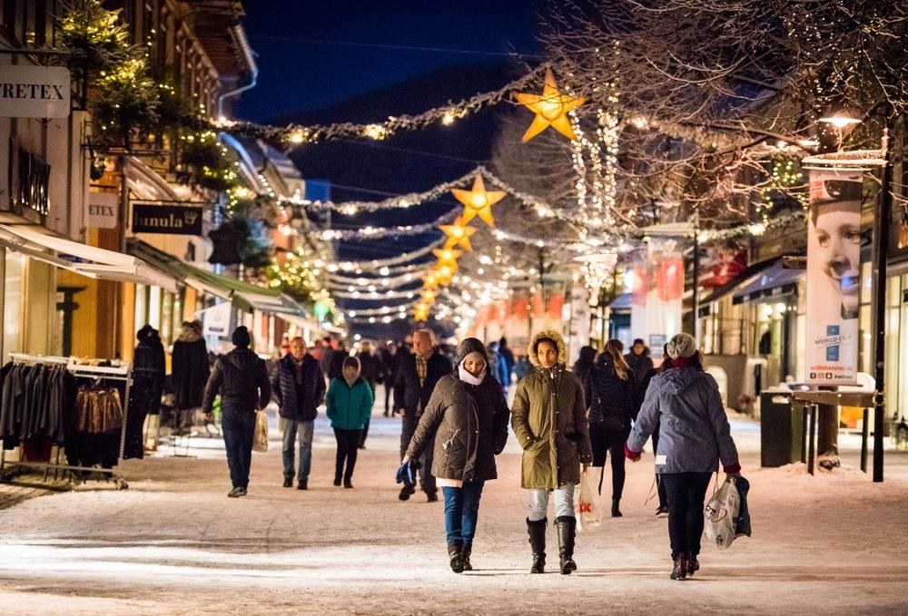 Gågata i Lillehammer oser av jul i adventstiden. Foto: Gisle Johnsen