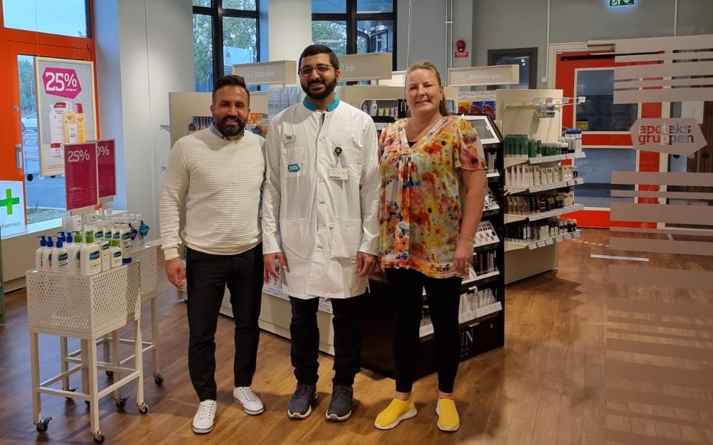 Roland Brimow, Head of Franchise, Masood Khan, apoteksägare, Maria Einarsson, läkemedelseansvarig
