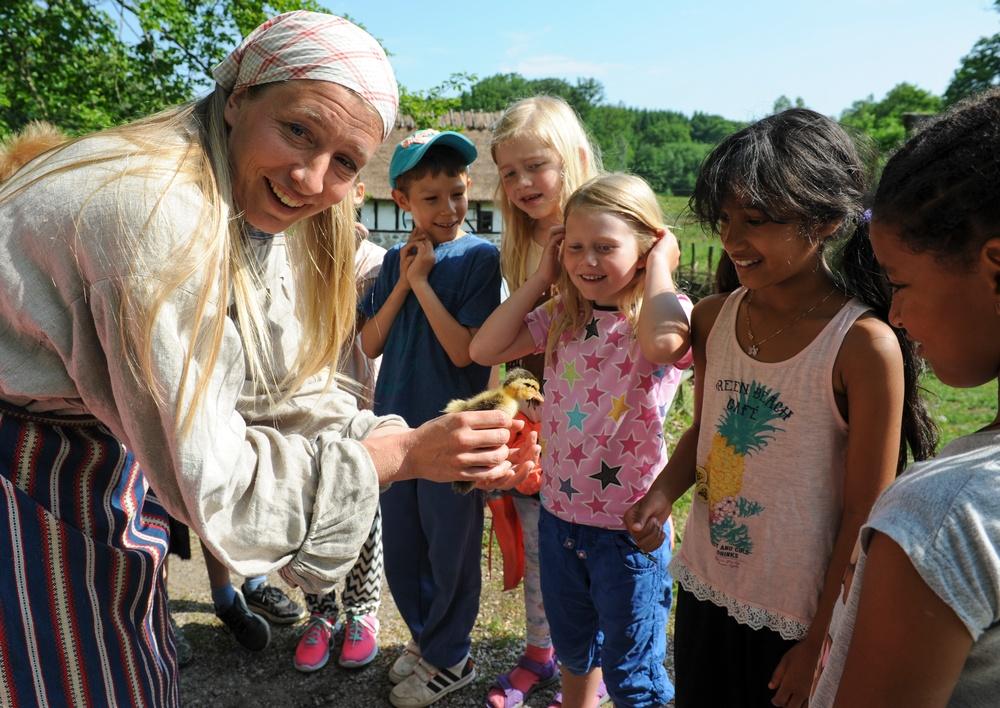 Djurvisning för skolbarn på Kulturens Östarp. Foto: Viveca Ohlsson/Kulturen