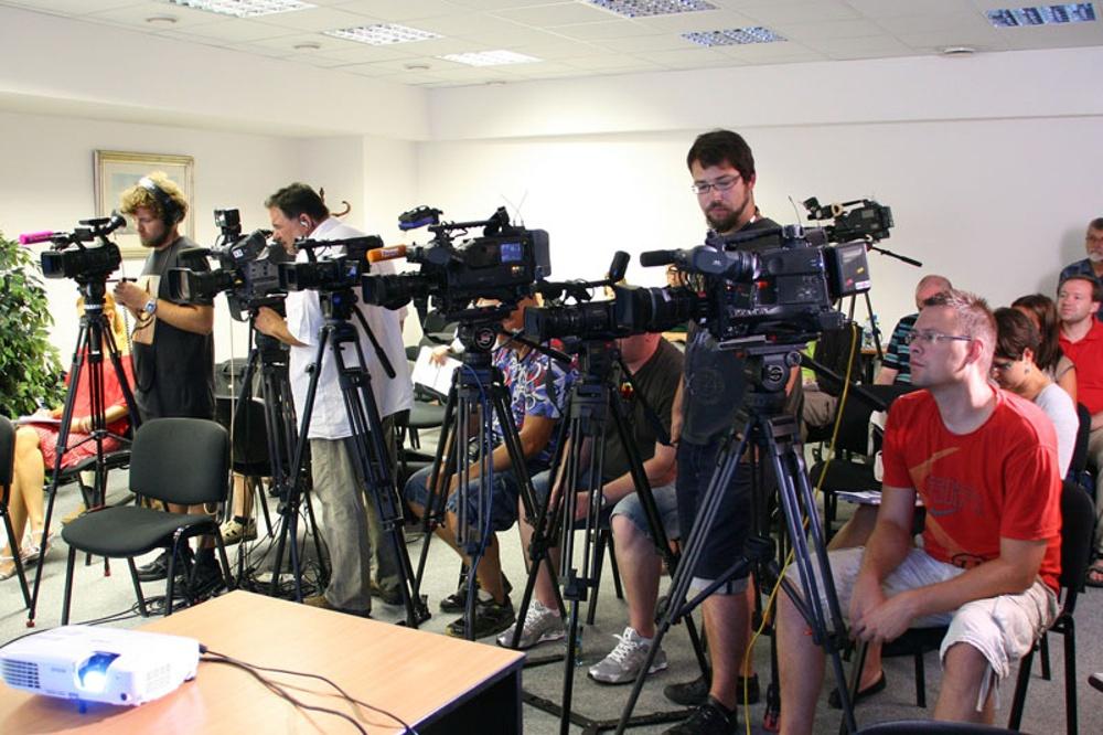 Presskonferens. Foto: Bild av av Ivana Divišová från Pixabay