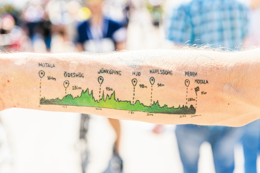Höjdskillnaderna i Vätternrundan som tatuering. Foto: Petter Blomberg