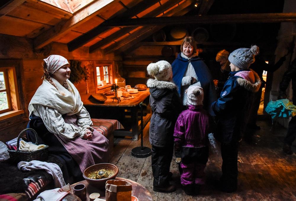 Julförberedelser från förr i Blekingegården. Foto: Viveca Ohlsson, Kulturen.