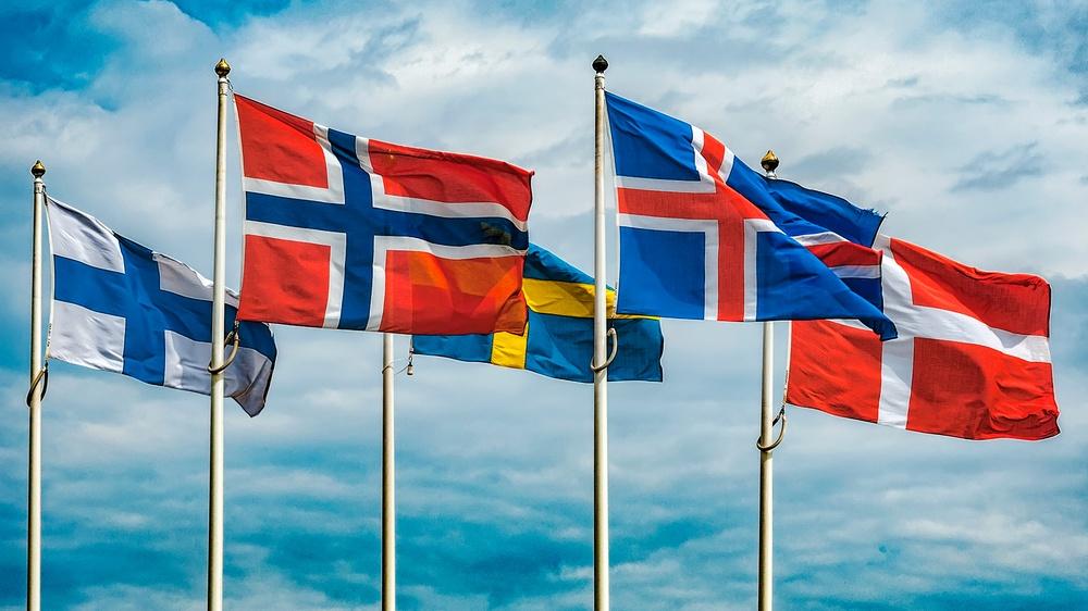 De nordiska flaggorna. Nordiskt Berättarcentrum initierar arbetet med ett berättarnätverk i Norden och Baltikum.