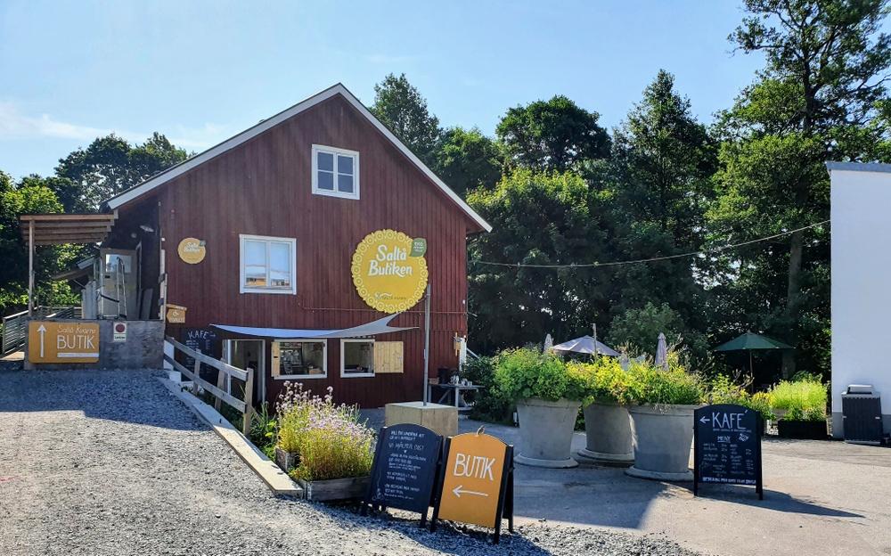 Saltå Kafé i vår ekologiska gårdsbutik.