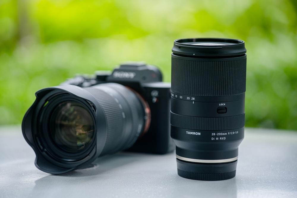 """Nowy obiektyw Tamron typu """"All in one zoom"""" do pełnoklatkowych aparatów marki Sony"""