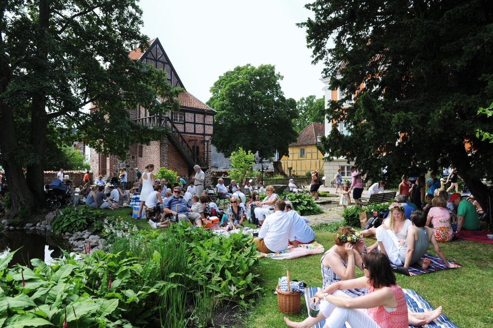 Midsommarfirande med picknick på Kulturen i Lund. Foto: Viveca Ohlsson, Kulturen