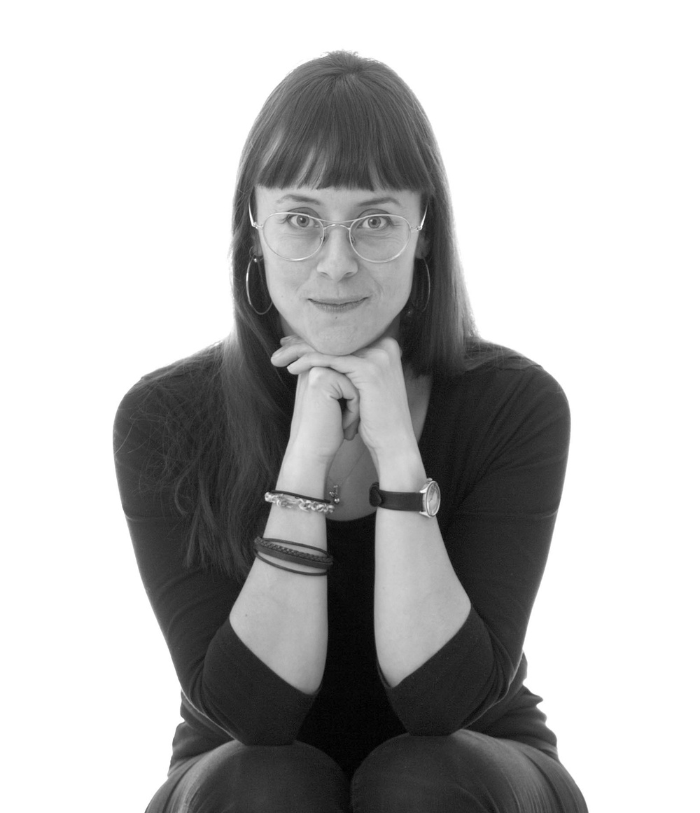 Svartvitt porträtt på Ida Rosén Branzell.